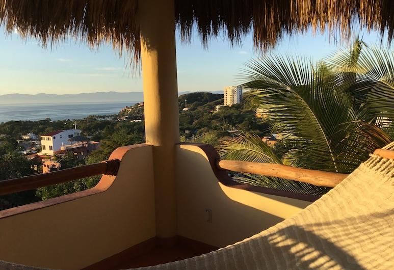 Beautiful Tropical House With Ocean Views!, La Cruz de Huanacaxtle, ระเบียง