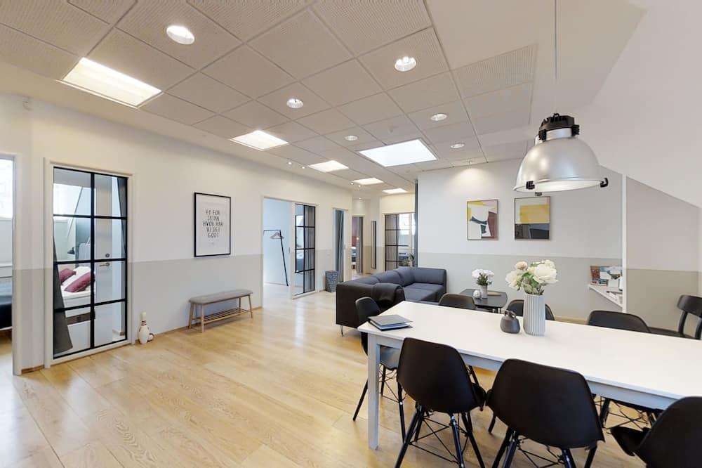 Superior Apartment, 5 Bedrooms - Living Area