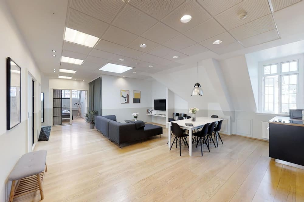 Superior Apartment, 5 Bedrooms - In-Room Dining