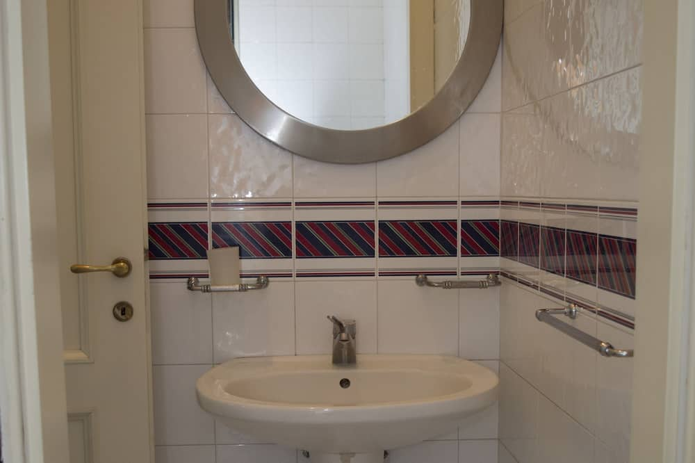 家庭獨棟房屋, 2 間臥室, 廚房, 附屬建築 - 浴室