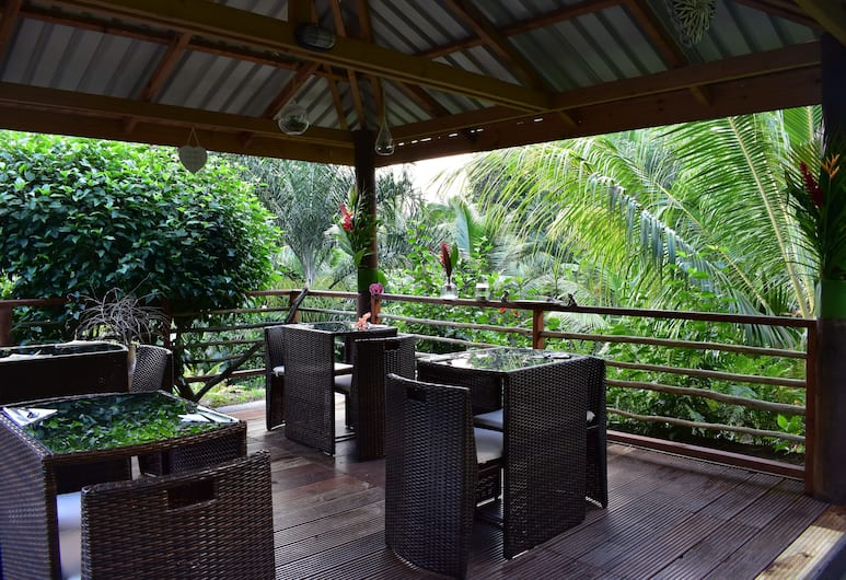 A Peace in Paradise, Mahe Island, Outdoor Dining