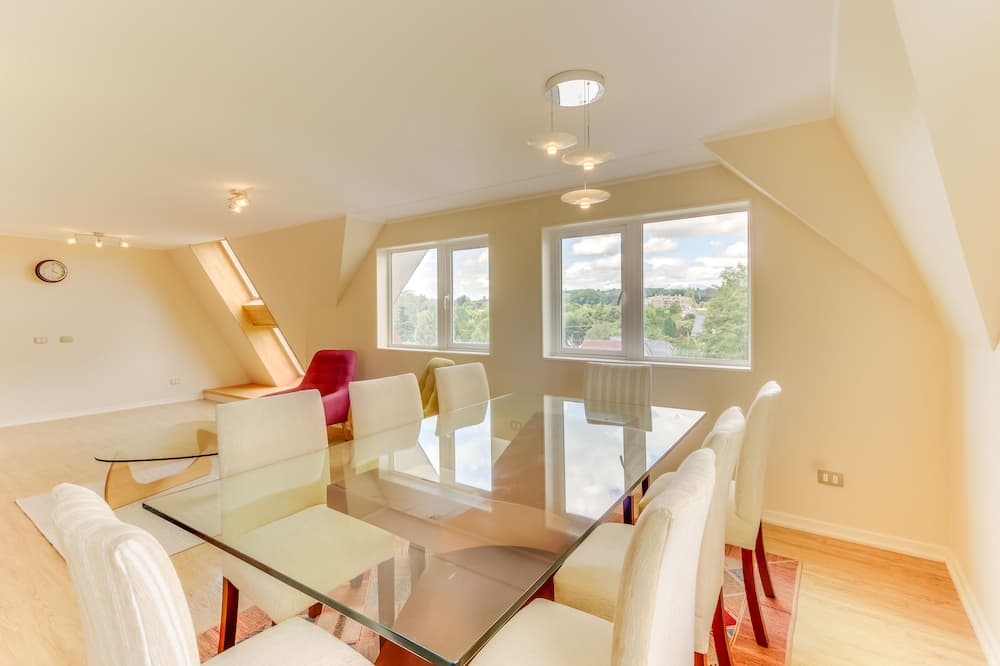 Standard Apartment, 3 Bedrooms, 3 Bathrooms - Essbereich im Zimmer