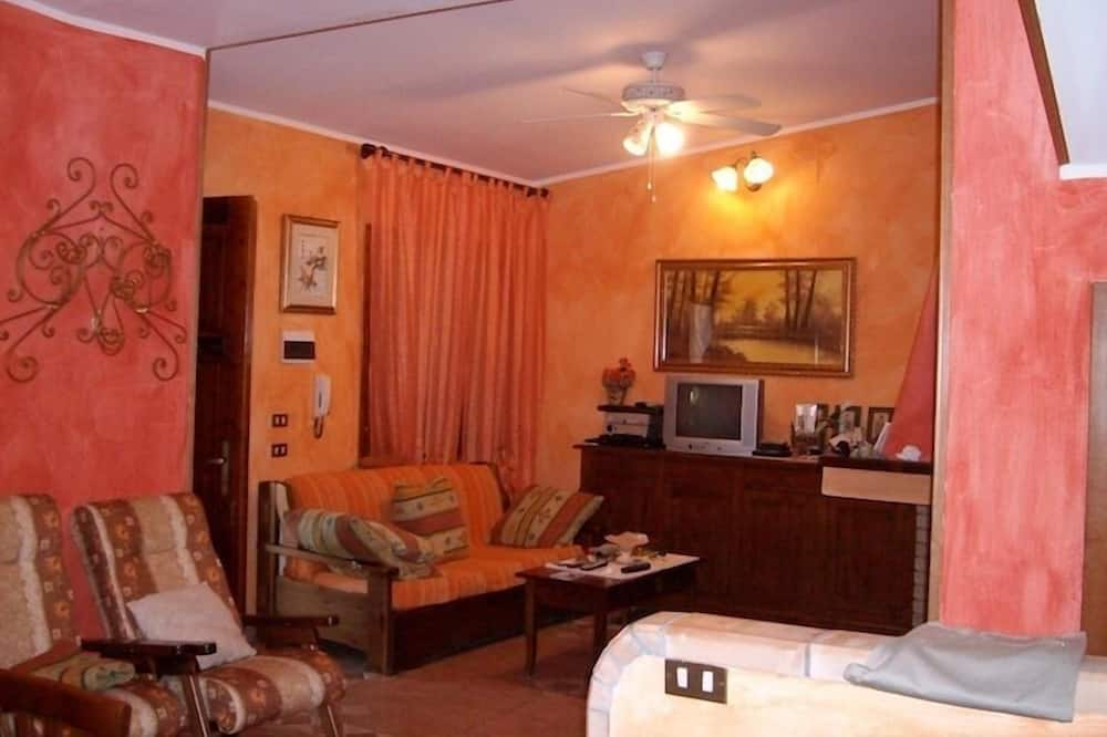 Апартаменты, 2 спальни - Зона гостиной