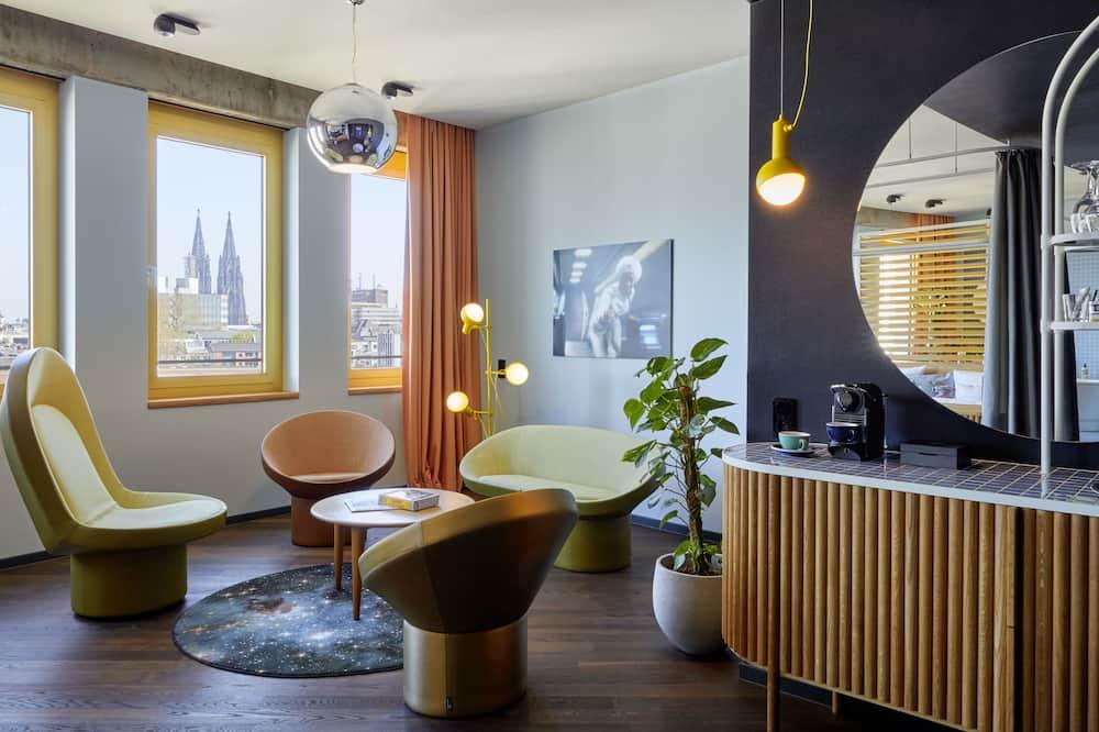 Room (Gigantic) - Living Area