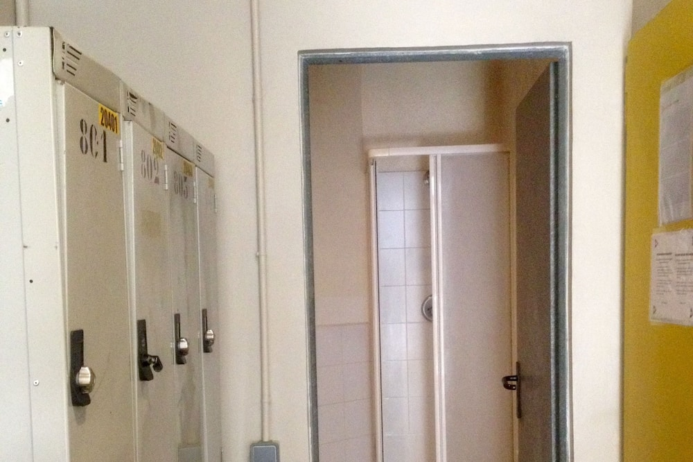 1 Bed in Shared Dormitory for 6 People, Women Only, Shared Bathroom  - Banheiro