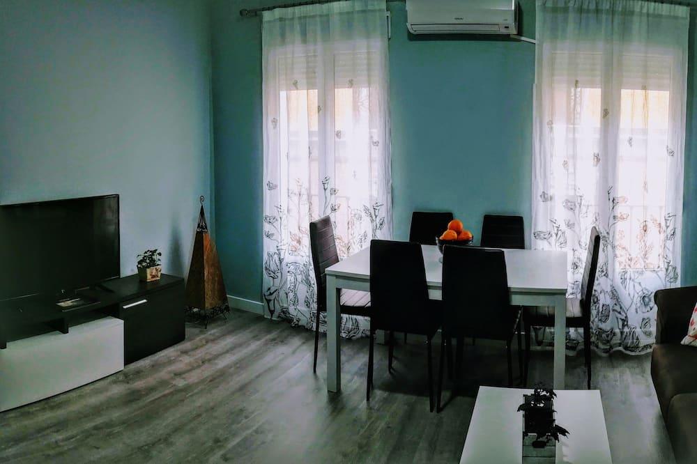 Māja, četras guļamistabas - Dzīvojamā istaba