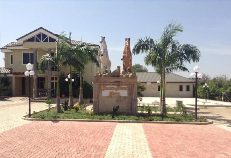 GOLDEN HORSE HOTEL, Bolgatanga, Hotel Front