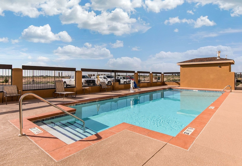 Quality Inn And Suites, Carlsbad, Pool