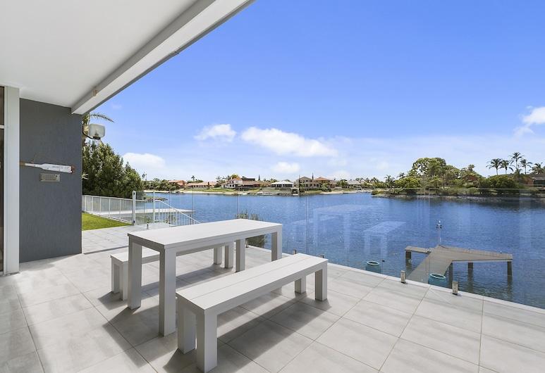 Havana Blue - Large 4 Bedroom Home, Mermaid Waters, Casa familiar, 4 habitaciones, piscina privada, vistas al río, Terraza o patio
