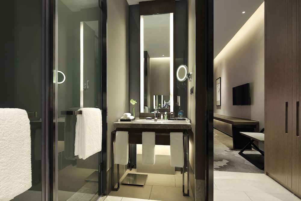 Deluxe Room with Garden View - Bathroom