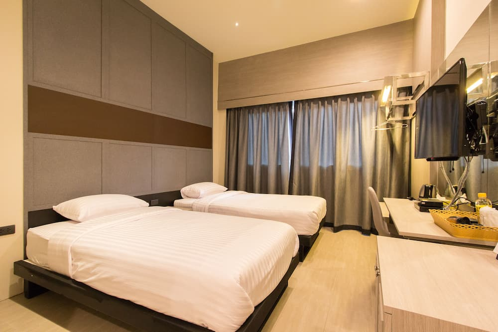 Twin Bedroom with Private Bathroom - Kamer