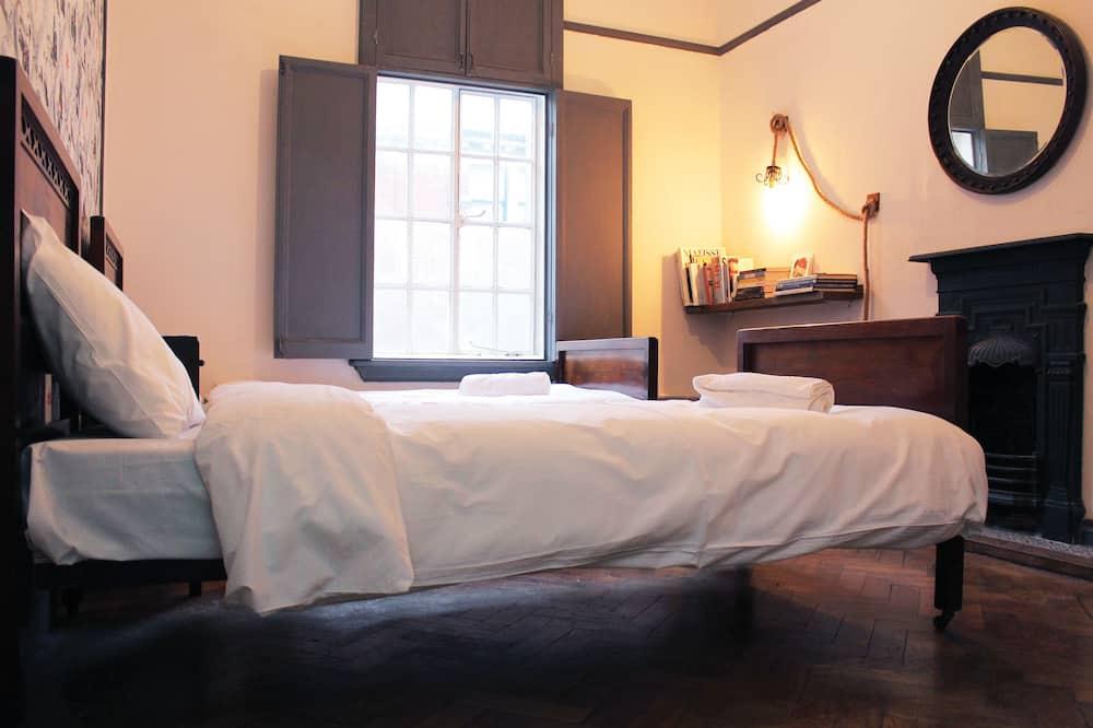 Standard Twin Room, Shared Bathroom - Bilik Tamu