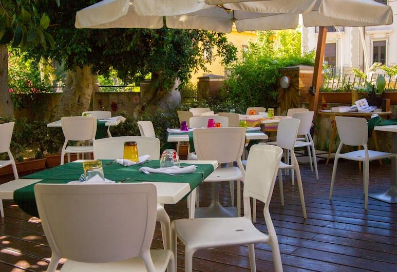 Locanda dei Buoni e Cattivi, Cagliari, Dinerruimte buiten