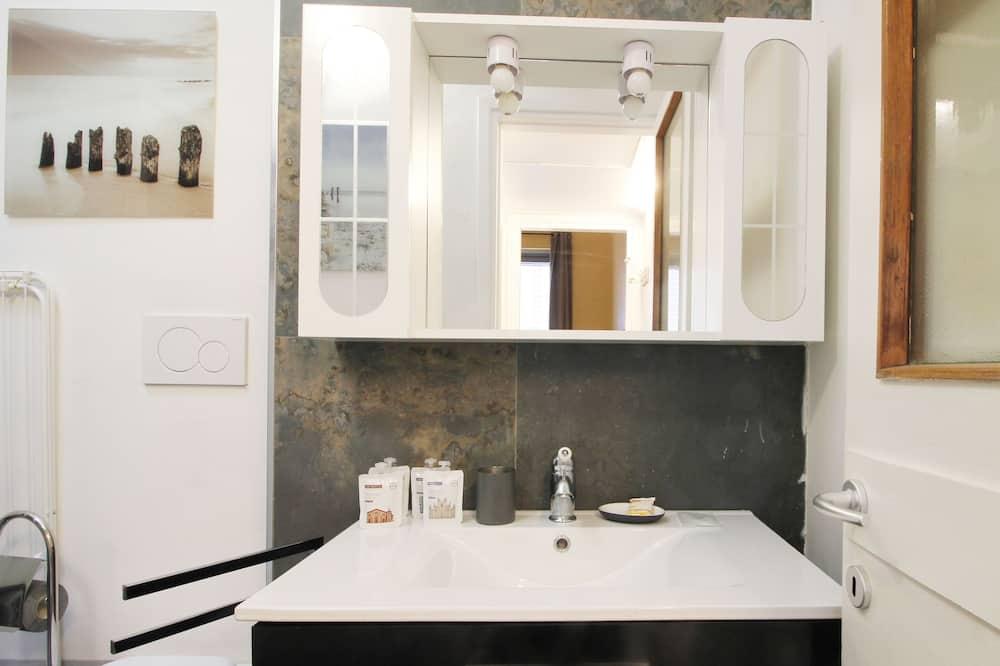 Studio - Waschbecken im Bad