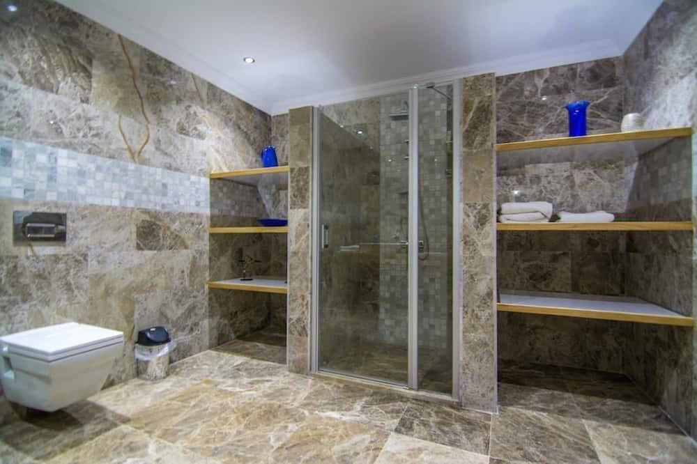 Villa, eigener Pool - Badezimmer
