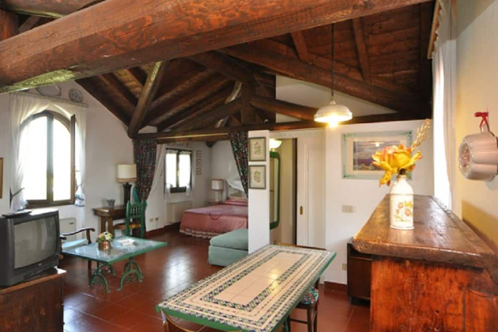 Apartment, 1 Bedroom (Fragole) - Living Area