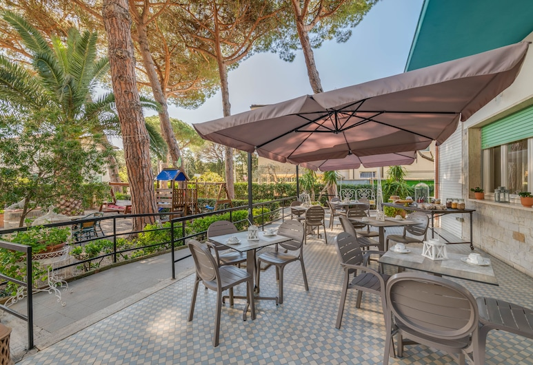 Hotel Massimo, de Cecina, Terraza o patio