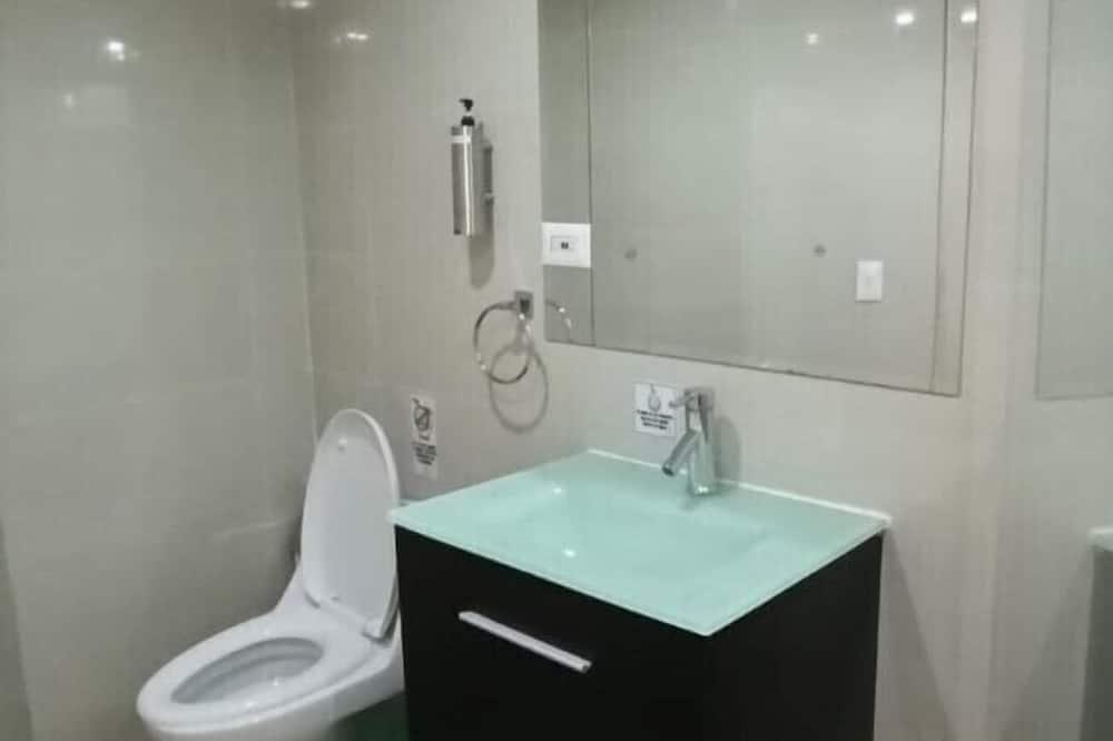 Семейный номер, общий смешанный номер - Ванная комната