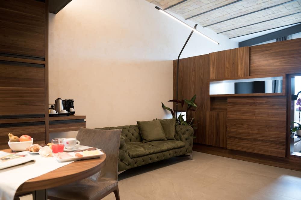Junior Suite, 1 King Bed - Living Room