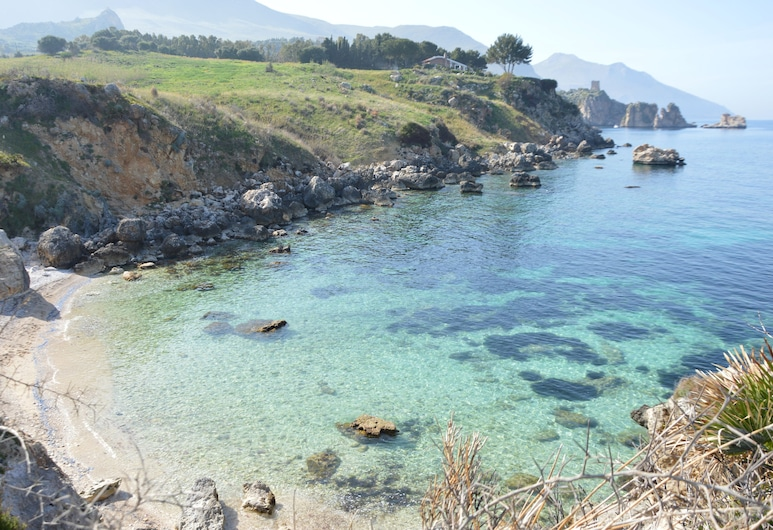 Case di Calamazzo, Castellammare del Golfo, Пляж