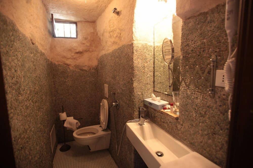 Junior Studio Suite, 1 Queen Bed with Sofa bed, Ground Floor - Bathroom