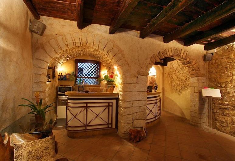 多娜西西納旅館, Tropea, 櫃台