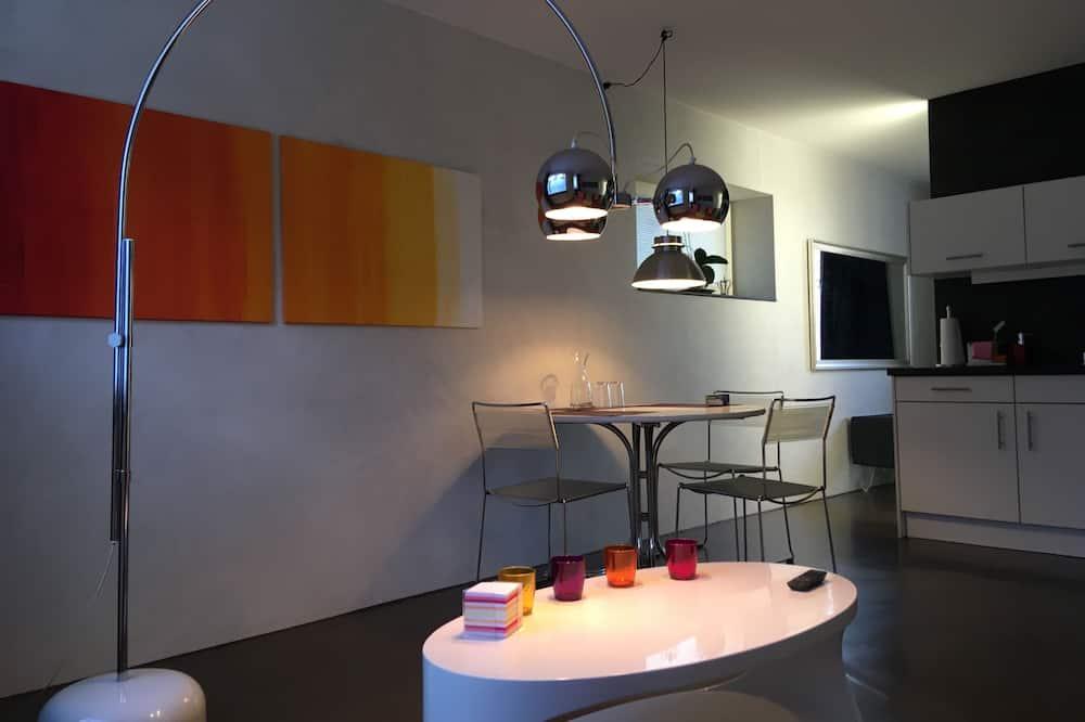 Design-Loft, Bergblick - Essbereich im Zimmer
