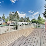 3br W/ Private Deck & Fenced Yard 3 Bedroom Home