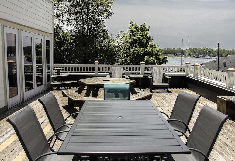 Harborview Condo, Saugatuck, City Condo, 2 Bedrooms, Fireplace, Terrace/Patio