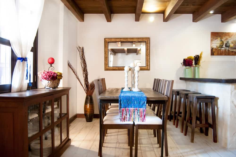 Design Villa, 2 Bedrooms, Non Smoking - In-Room Dining