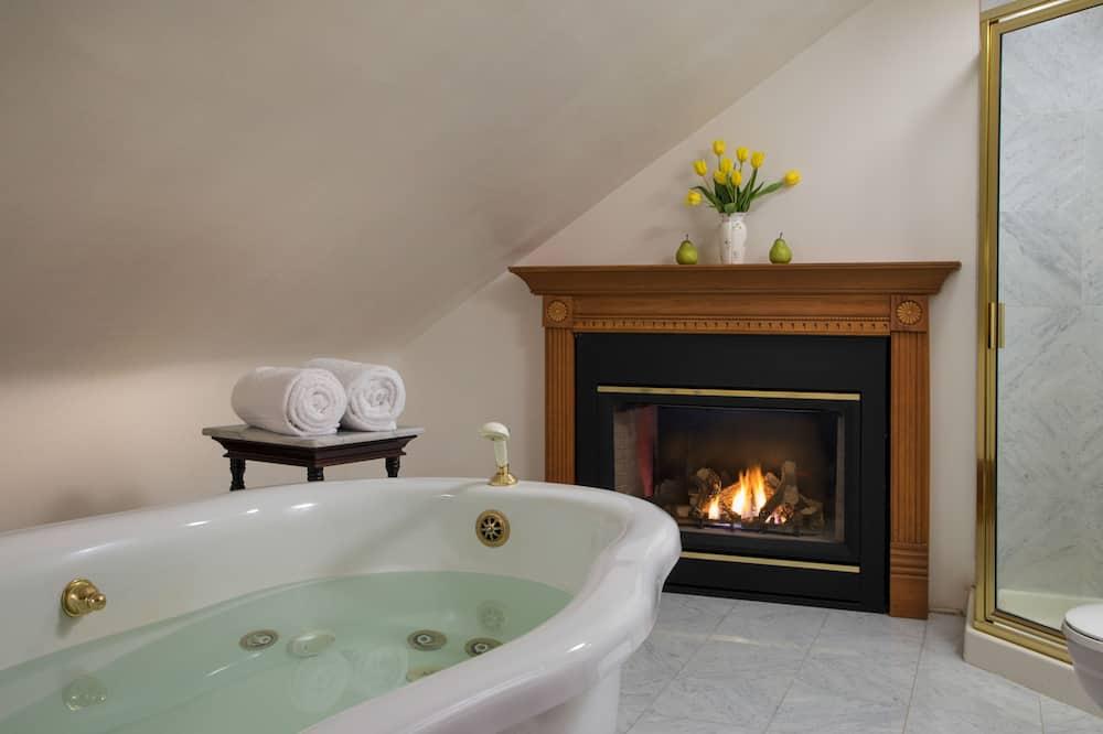 חדר, חדר רחצה פרטי (Romantic Retreat #14) - אמבט ספא מקורה