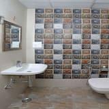 غرفة مزدوجة أو بسريرين منفصلين - حوض الحمام
