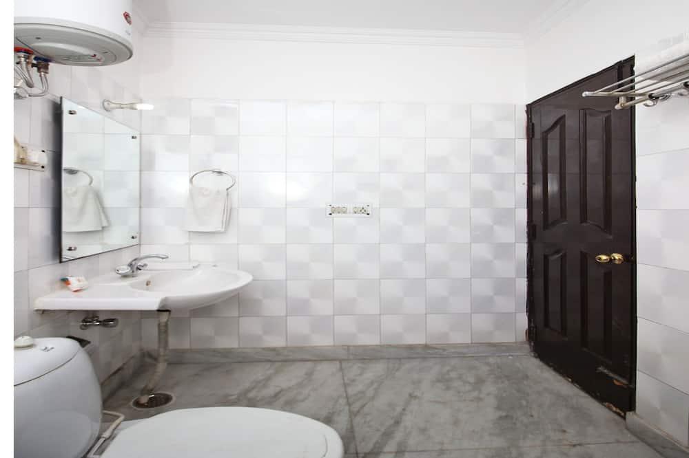 Deluxe szoba kétszemélyes vagy két külön ággyal, 1 king (extra méretű) franciaágy - Fürdőszoba