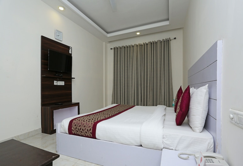 OYO 11340 Hotel Lakshmi Palace, New Delhi, Double or Twin Room, Guest Room