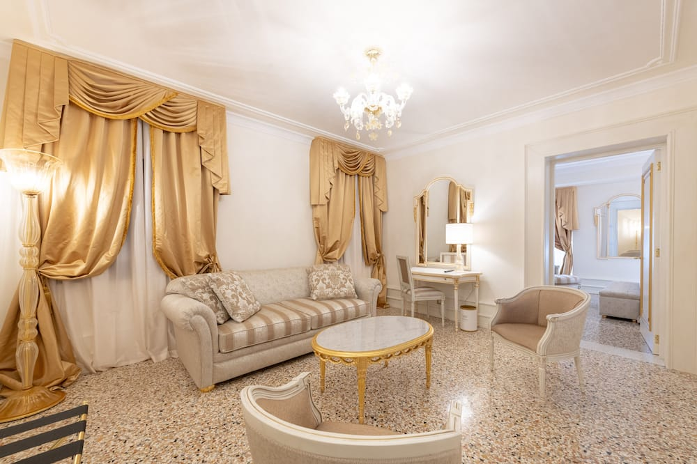 Suite Classique, 1 grand lit et 1 canapé-lit - Coin séjour