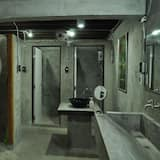 6-Bed Mixed Dormitory with Shared Bathroom  - 浴室