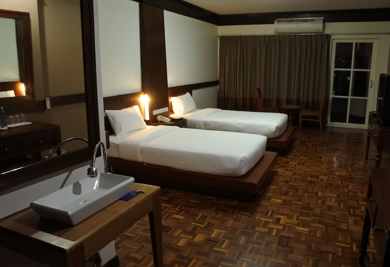 The Executive House, Bangkok, Superior with Balcony , Guest Room