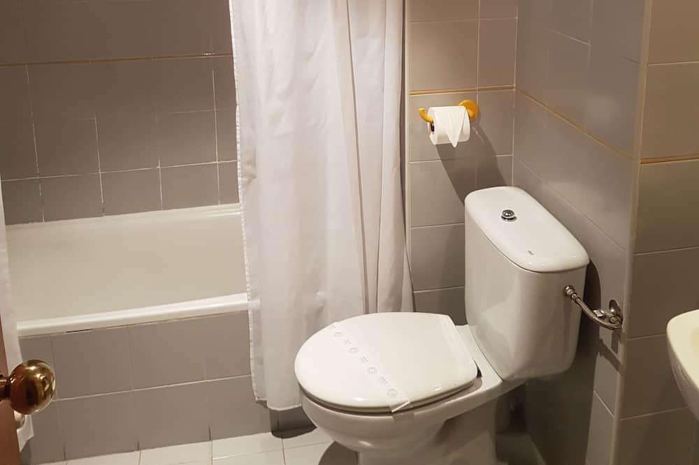 Double Room - Bilik mandi