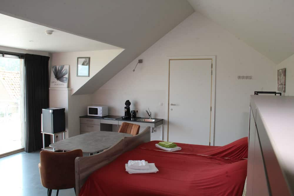 Family Triple Room, Accessible, Garden Area - In-Room Dining