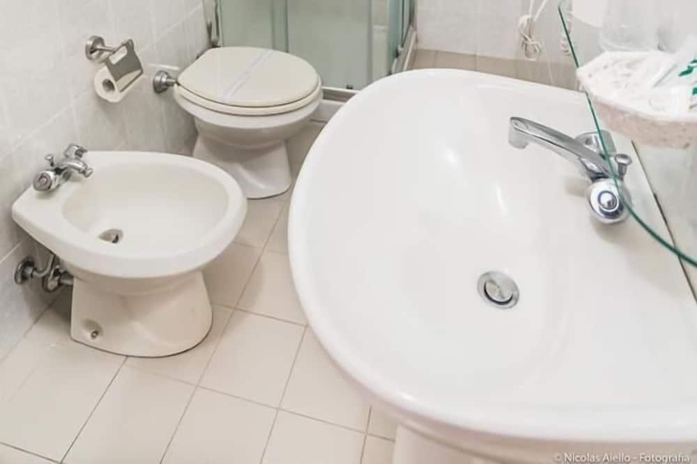 Standard Double Room, City View - Bathroom