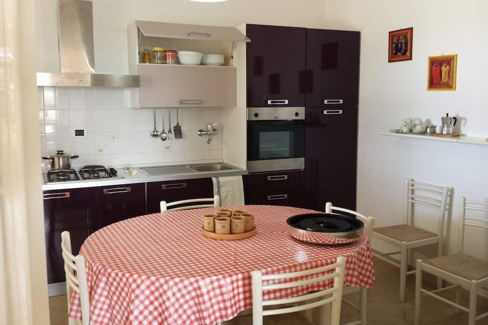 Classic Villa, 3 Bedrooms - In-Room Dining