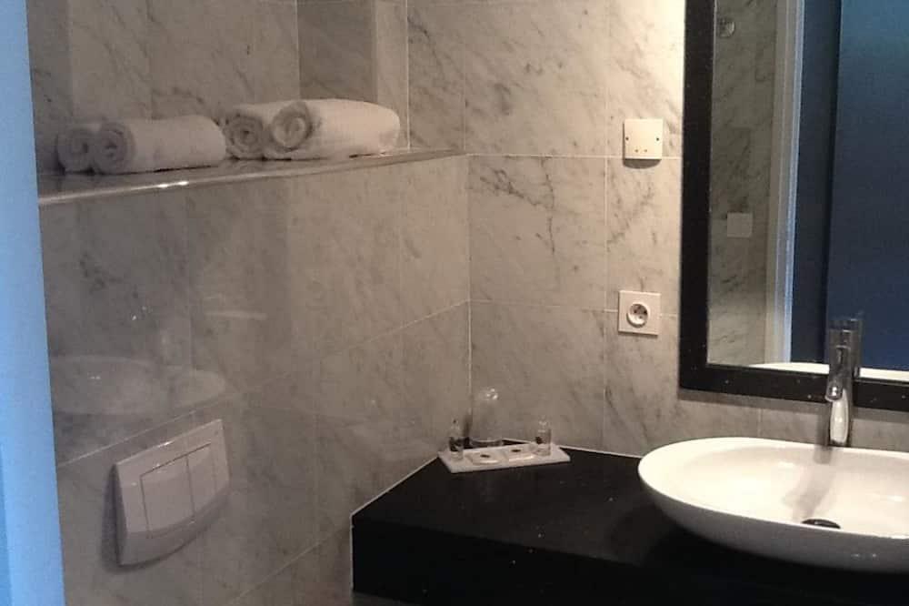 Comfort Double Room - Bathroom Sink