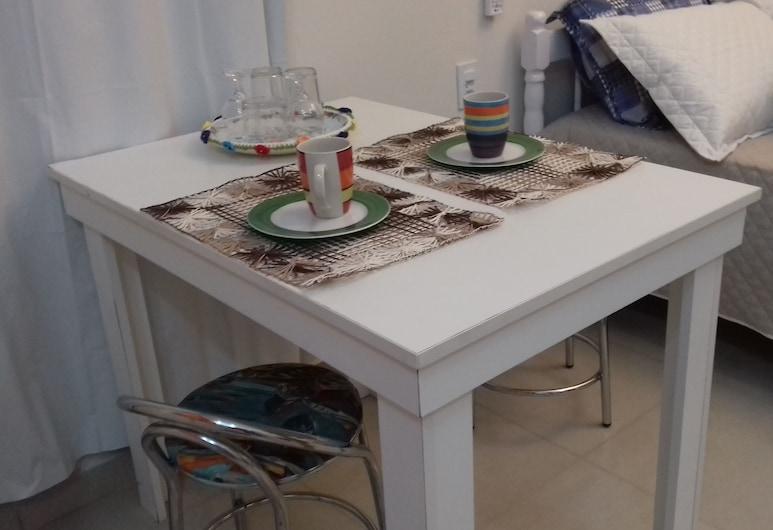 Bangalô Red Moon, Florianópolis, Habitación doble, Comida en la habitación