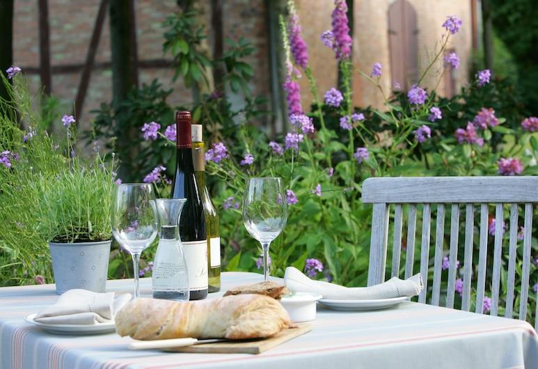 Hotel Waldhof auf Herrenland, Moelln, Outdoor Dining