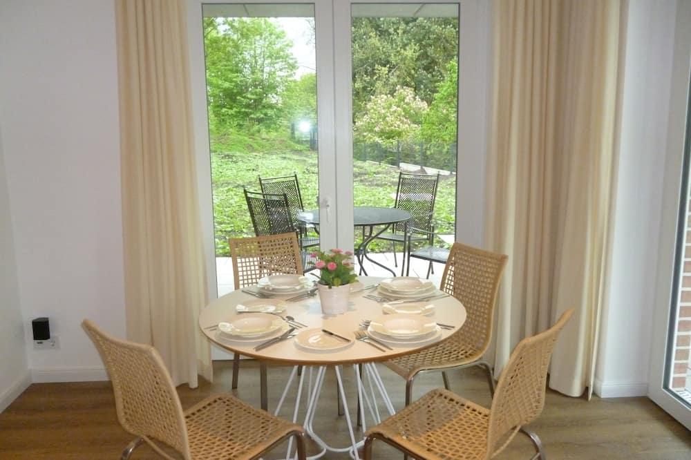 Appartement Luxe, 2 chambres, accessible aux personnes à mobilité réduite, patio - Restauration dans la chambre