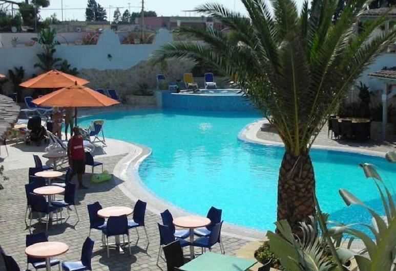 هوتل بيرلا, إسكوينزانو, حمّام سباحة خارجي