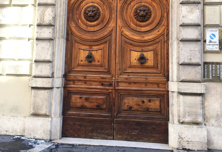 Ohi Accommodation, Rom, Hotellets facade
