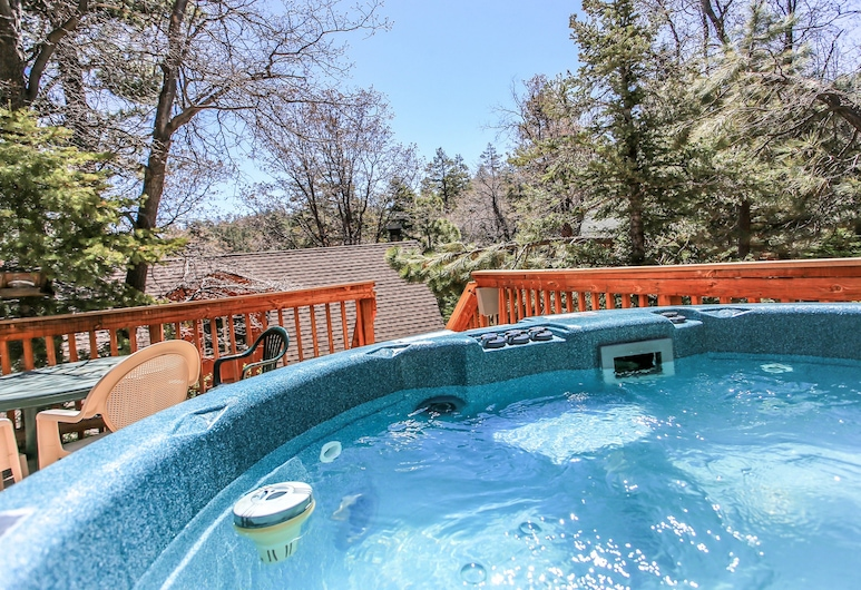Felthaus Family Cabin, Big Bear Lake, Outdoor Spa Tub