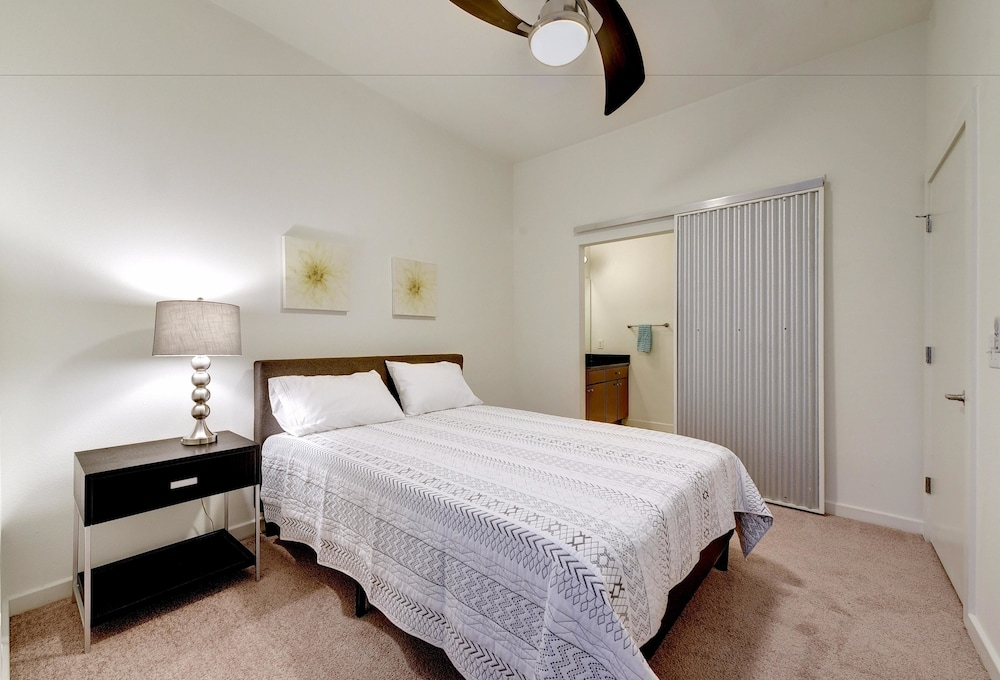 StayLo Luxury 1 Bedroom Apartment, Austin, Luxury Apartment, 1 Queen Bed  With Sofa