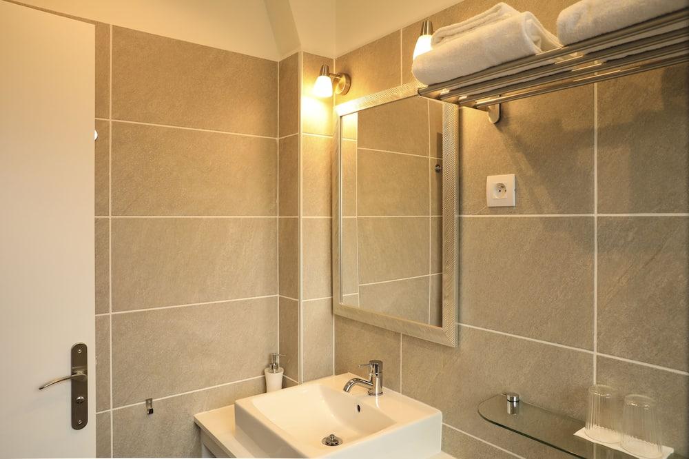 Tweepersoonskamer, privébadkamer, uitzicht op tuin - Badkamer
